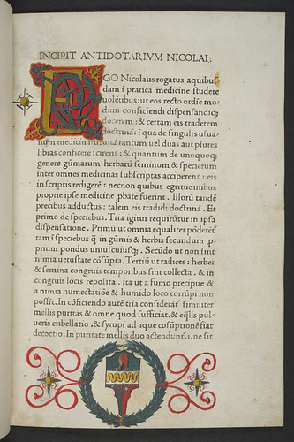 Decorated initial and coat of arms in Nicolaus Salernitanus: Antidotarium