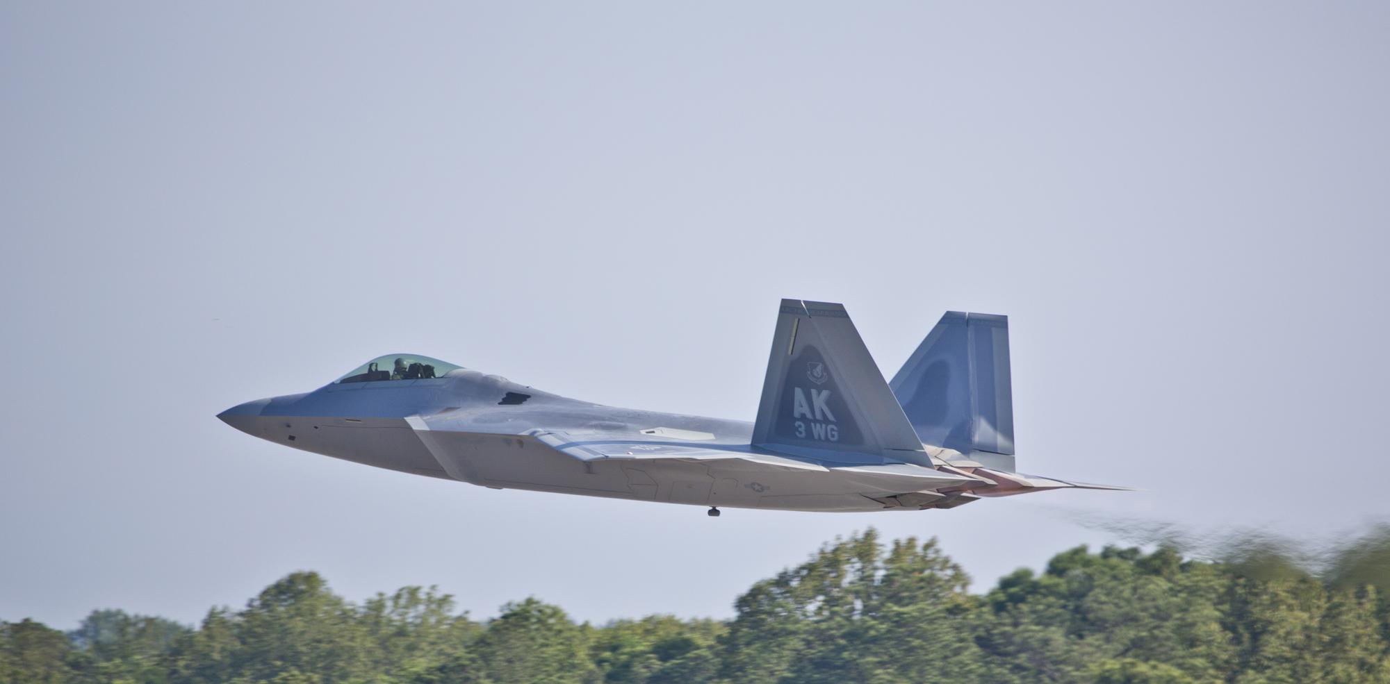最后2架F-22飞离玛利埃塔,前往阿拉斯加