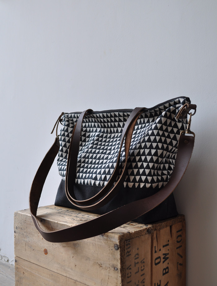 zip tote triangle with long strap