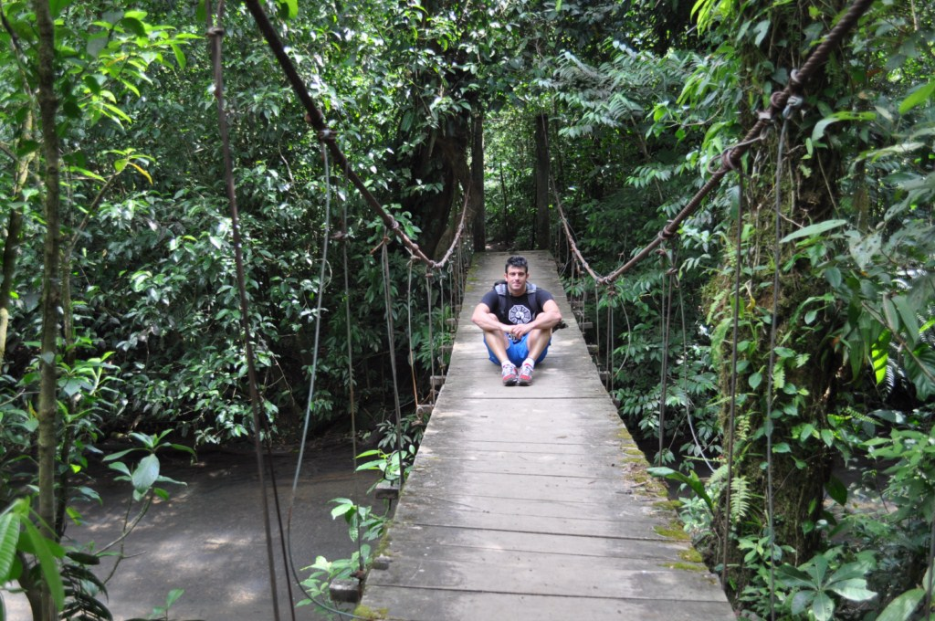 Primer puente colgante sobre un tramo del Río no coloreado pero hirviendo del calor del Volcán río celeste, colorido capricho de la naturaleza - 7538405284 03eac77977 o - Río Celeste, Colorido capricho de la Naturaleza