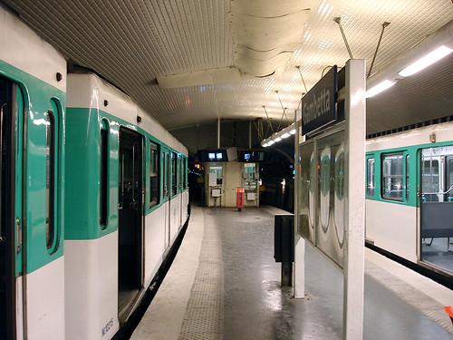 Par de trenes en la estación Gambetta de la Línea 3 bis