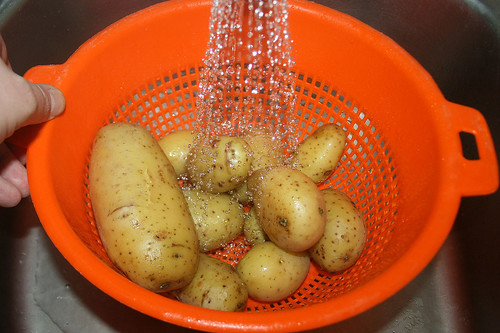 09 - Kartoffeln abgießen / Drain potatoes