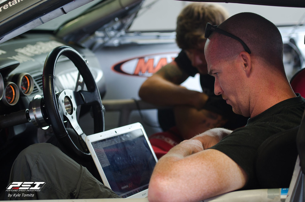 Jason Oefelein Checking out tune on Ryan Tuerck's S13