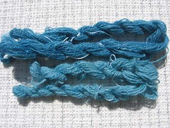 Light and dark yarn