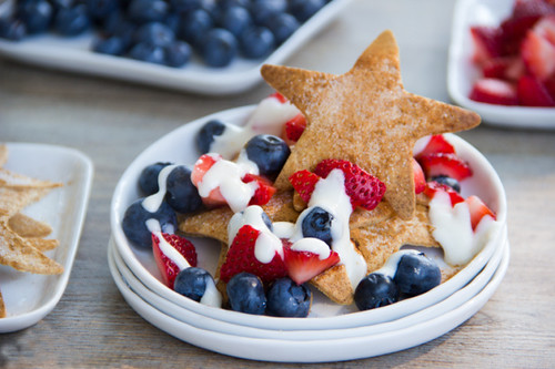 berry-red-white-stars-dessert-nachos
