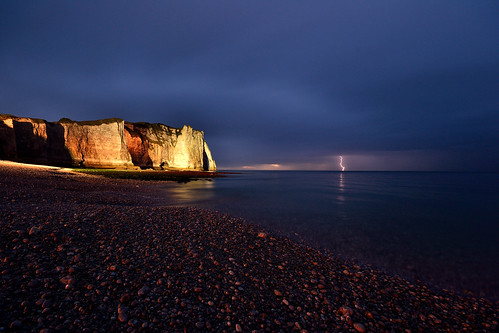 ocean light sea sky storm france beach night clouds reflex high nikon mare sigma hate alta normandie lightning falesia 1020 normandy falaise francia spiaggia etretat étretat haute normandia oceano baech riflesso lampo falesie fulmine lightstorm d3100 fabiotode