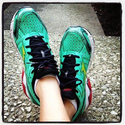Obviously wearing my bright green @mizunorunning wave inspires to tonight's Glow in the Dark #5kdanceparty