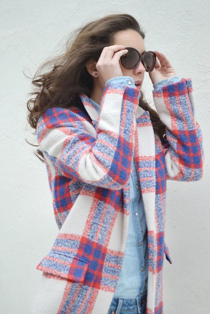 Cómo combinar un abrigo largo de cuadros II