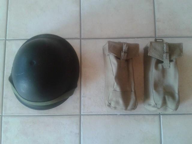 Manteau CANADIEN WW2 - Casque Tortue et pouch (s) sten- matos Corée 13269600975_684d294dcc_z