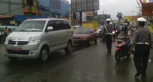 Arus Kendaraan di Jalinteng Sumatera Macet (Adin, 1 Juli)