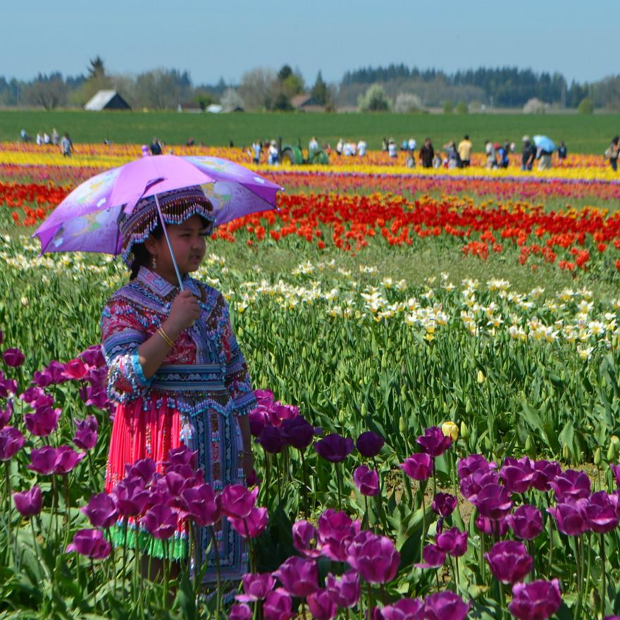 Hmong_girl_parasol