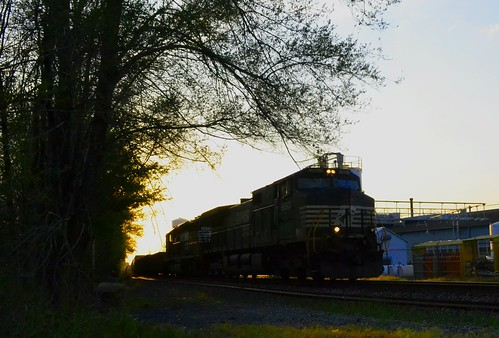road railroad sunset ohio plant electric yard train clyde factory general dusk ns norfolk engine rail southern whirlpool oh locomotive division ge bellevue 9650 c409w