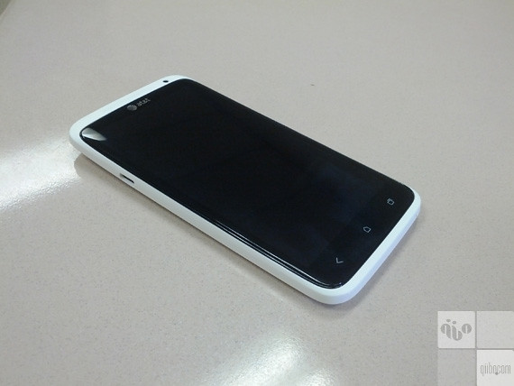 HTC One X - Front