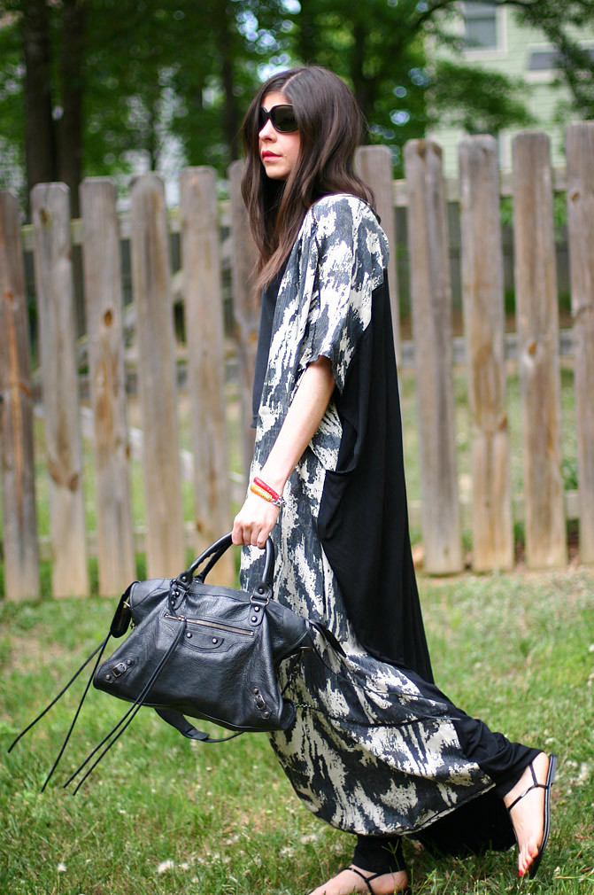 kaftan fashion, nicole richie style, balenciaga classic city, outfit, costume national