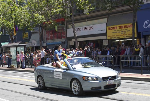 Sarah Silverman in open car, facing the other way