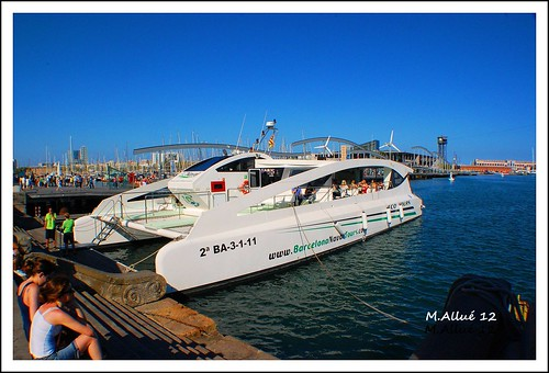 Catamarán by Miguel Allué Aguilar