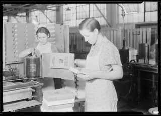 Pauline Minga, 146 Wanda Street, Kingsport, Tennessee, casing in and inspecting at the Kingsport Press, another operation requiring considerable skill, November 1933
