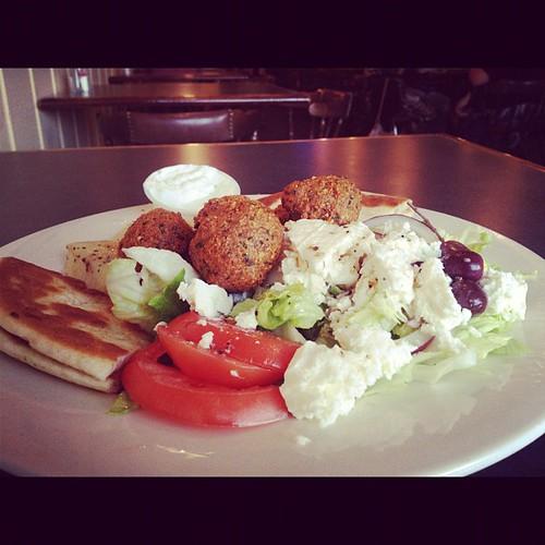 Falafel n veggie platter