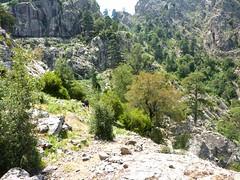 Depuis le départ de l'Andadonna : au fond Bocca Laggera, devant l'échancrure formée par le ruisseau qu'on aurait dû suivre, à gauche les ruissellements sous la paroi de la vire supérieure suivie par erreur