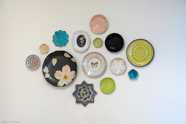 How to hang plates without plate hangers. Plate wall display