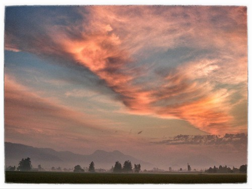canada fog sunrise landscape britishcolumbia chilliwack fraservalley farmscape snapseed