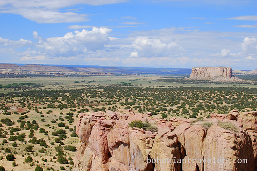 the view of Enchanted Mesa from Acoma Pueblo Sky City