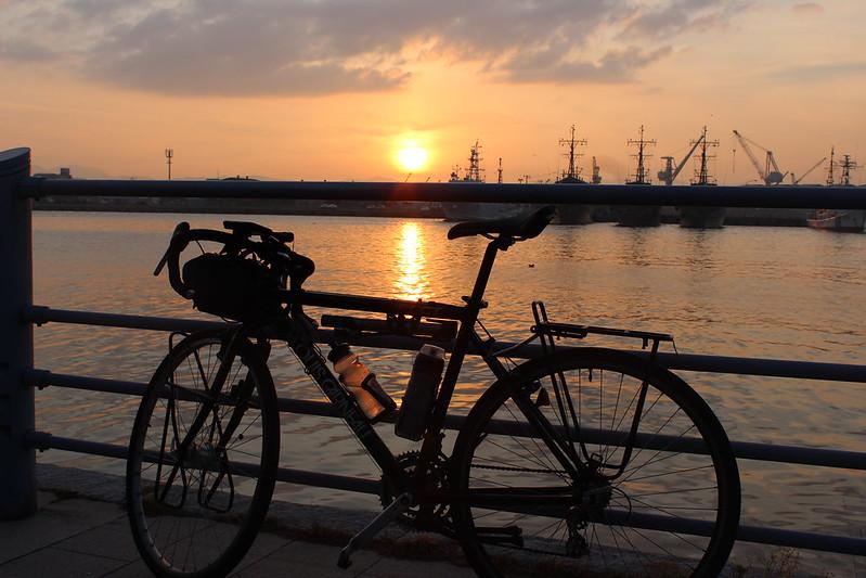 緑の島に自転車を泊めて夕寝