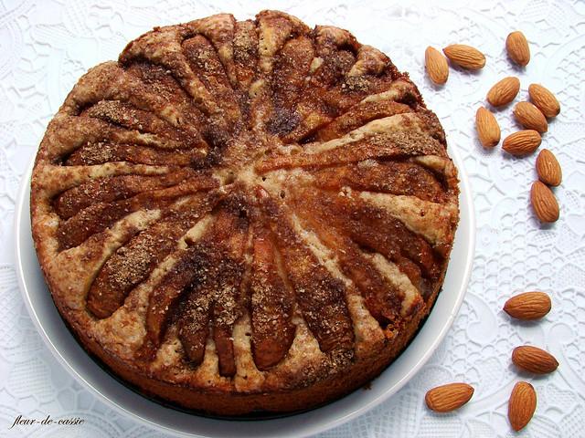 пирог грушевый с миндальной посыпкой 1