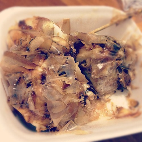 Another one on the hit list at this Geylang Bazaar is the Takoyaki with Chilli Tuna fillings. Awesome!! #sgramadan