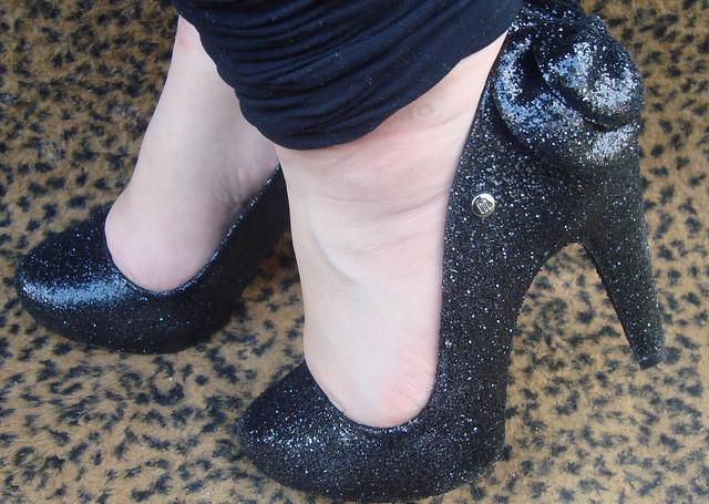 Melissa do dia: Incense Glitter preta