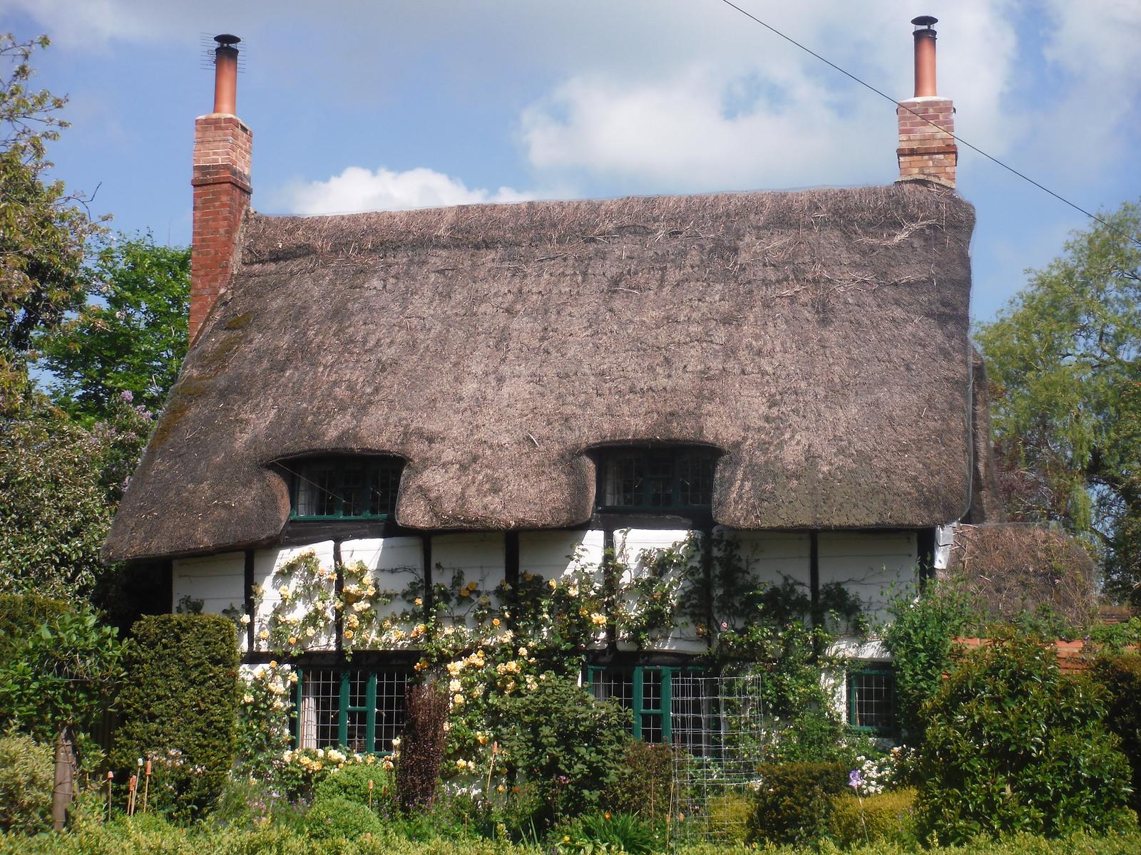 Folly Cottage, Moreton SWC Walk 190 - Thame Circular