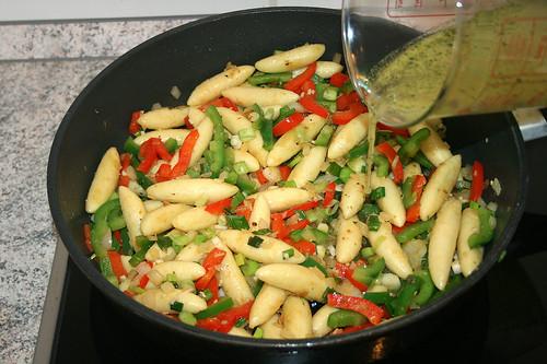 27 - Gemüsebrühe aufgießen / Drain vegetable stock