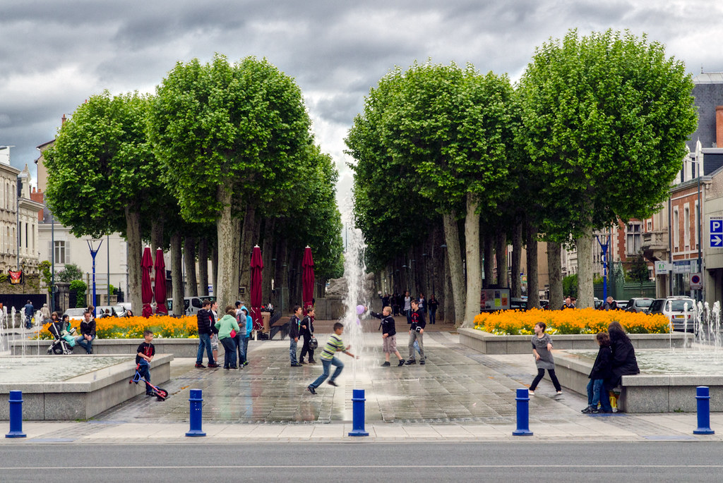 place au jet d'eau et aux arbres... [EDIT] version 2 7472694776_b24a37a82d_b