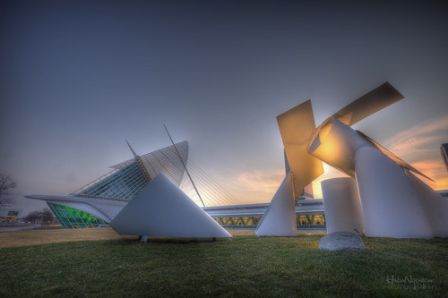 The sunset by Milwaukee Art Museum