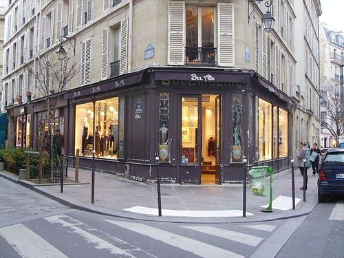 1024px-Boulangerie-13_rue_Malher-rue_des_Rosiers