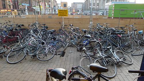 Verboden fietsen te plaatsen by coen peppelenbos