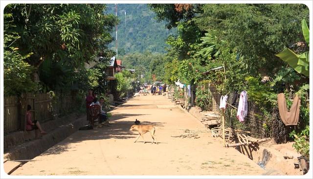 muang ngoi neua village road