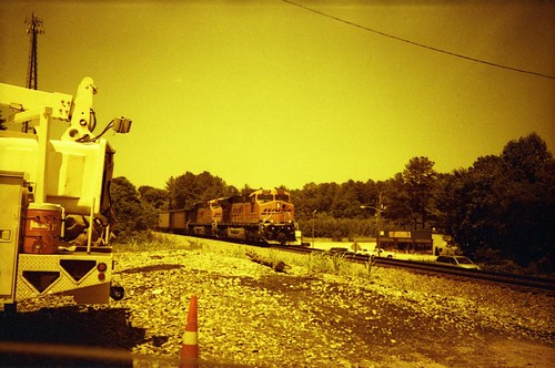 train locomotive bnsf 100asa kodakgold200 redscale epsonperfection4490photo unicolorc41kit vivitaref35 mcfortner
