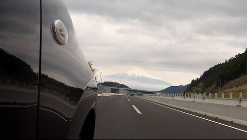 新東名 清水SAから東に向かうと正面に富士山が