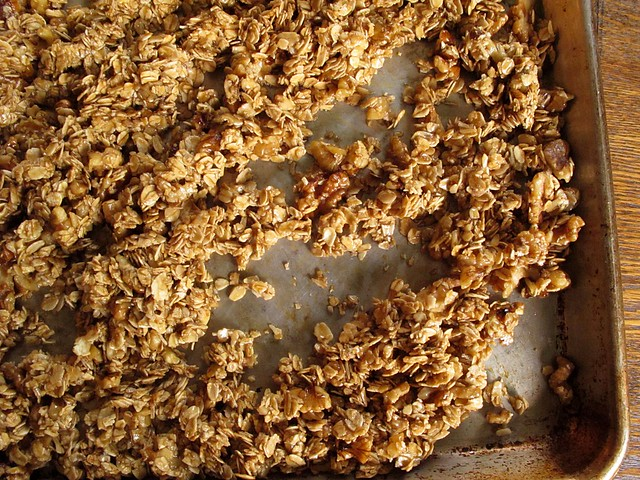 ginger-walnut granola