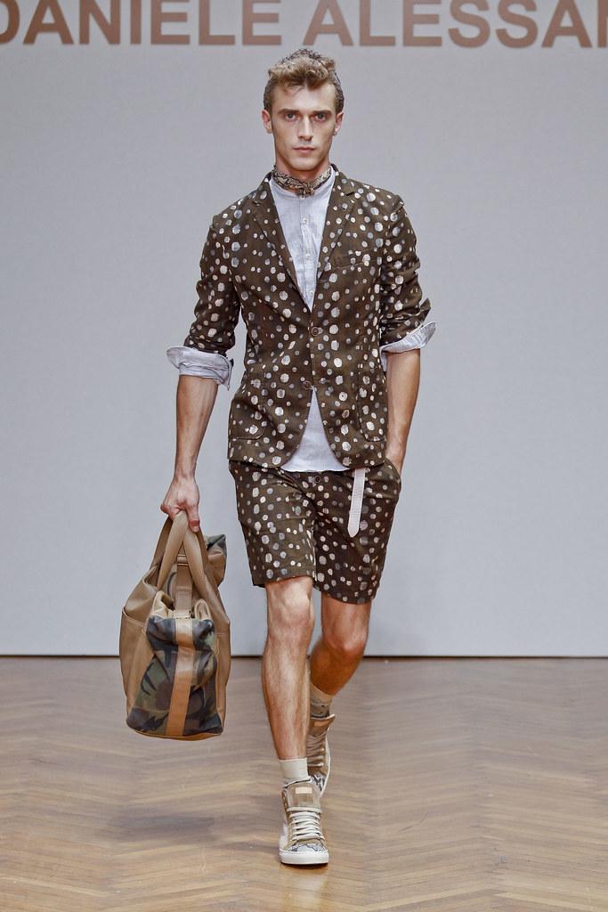 SS13 Milan Daniele Alessandrini029_Clement Chabernaud(fashionising.com)