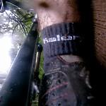 Chute après glissade sur le bois humide