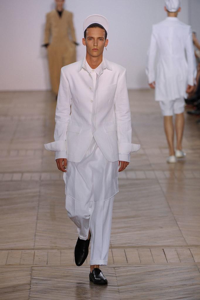 SS13 Paris Juun J.009_Dzhovani Gospodinov(fashionising.com)