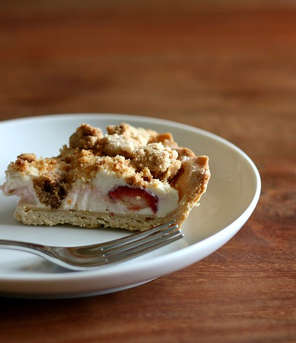 Strawberry Cream Cheese Crumble Tart (Errr…Pie) – Elly Says Opa!