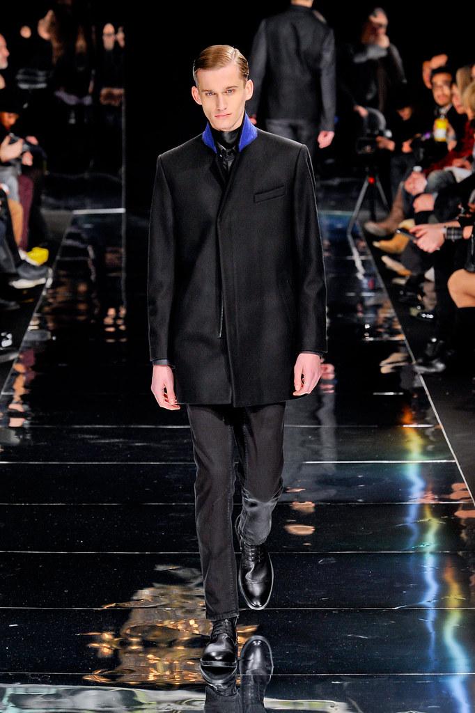 Dennis Jager3098_3_FW12 Paris Bill Tornade(fashionising.com)