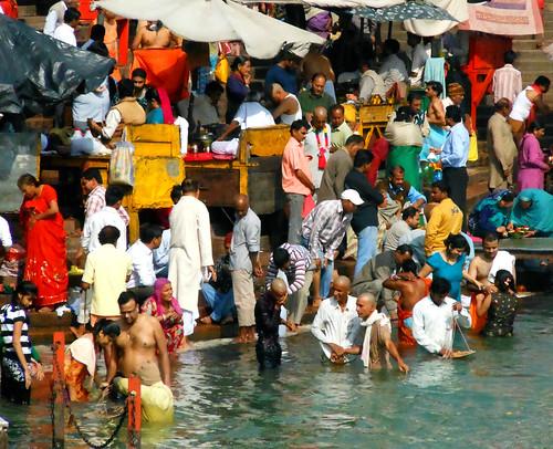 Har-ki-Pairi bathers