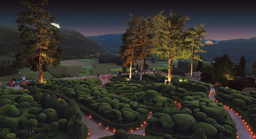 ライトアップされたマルケイサック庭園