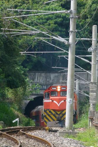 R166開出自強隧道