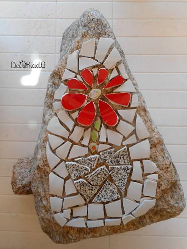 fiore mosaico su sasso per papà 3