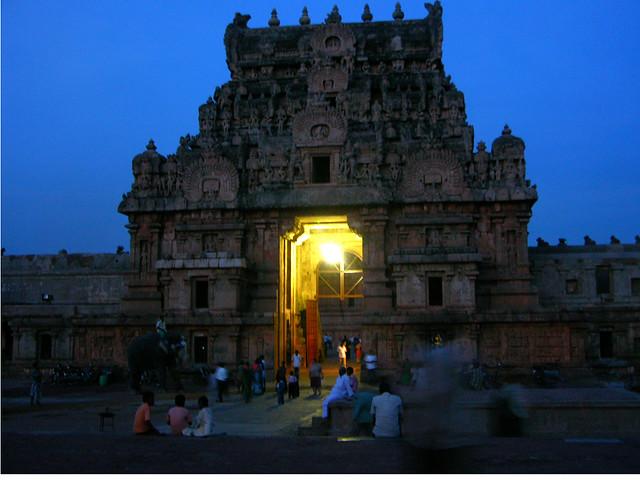 Templo de Brihadesvara al anochecer.